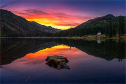/ Abends nach Sonnenuntergang am Ingeringsee in der Gaal .Steiermark. Österreichfoto