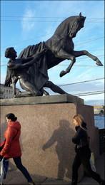 кони... люди... / Санкт-Петербург. Осень. Аничков Мост.
