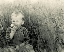 Портрет с грушей / И в траве )) (ну и придумали обязательную графу)