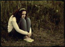 Одна / Одиночество, странное чувство,    Одиночество, грустный удел,    Когда сердце окажется пусто,    И эмоций осадок осел.       Одиночество, сковано сердце,    Одиночество, больно душе,    Когда ты закрываешь все дверцы,    Замыкаешь все чувства в себе.   Uucyc.ru (с)