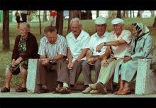 Мужской разговор / Думаете бабульки просто так сидят? Нет. Это замаскированные телохранители :)