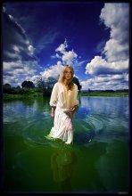 *Осень / ....вслед за дождями , потоками воды она в красе своей явится, сквозь лета незабвенные деньки к нам во дворы  ворвётся...