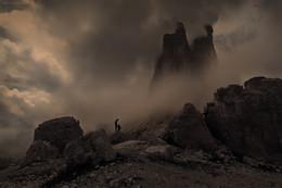 Разговор отца с сыном. / - Папа, а почему горы такие высокие? - Потому, что это Горы. - А почему Человек такой маленький? - Потому, что это Человек, хотя думает, что гора.