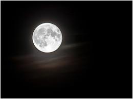 Суперлуние ... / Есть мнение, что Луна светится не отраженным от Солнца светом .... Она сама - светильник ...