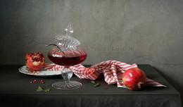 Гранатовый сок / натюрморт с гранатам и соком