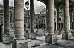 Колонны Бюрена. / Внутренний двор дворца Пале-Рояль.Скульптор Д.Бюрен.