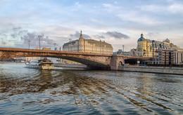 Близ Большого Москворецкого моста / ***