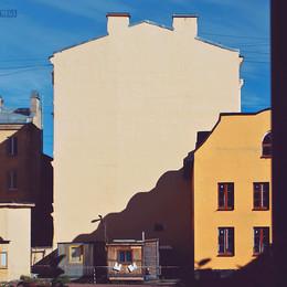 в лучах восходящего солнца / архитектурный ансамбль в центре Петербурга