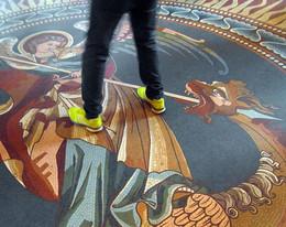 Новые времена / Пол в не восстановленной мемориальной кирхе в Берлине (см. предыдущий снимок)