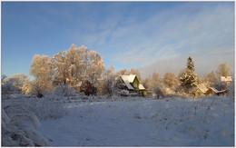 На светлой стороне / Уходящий снегопад. Сельские зарисовки.