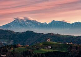 Рассвет над Юлианскими Альпами / Церковь Святого Томаша
