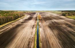 Апрельские поля / по пути на Полесье