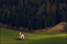 На поляне у опушки... / Церковь Святого Иоганна в местечке Рануй, Валь-ди-Фунес Италия.