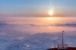 Полночь в Арктике. / Атомный ледокол во льдах Карского моря.
