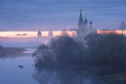 Холодные туманы на Тезе / В августе еду к Белому морю по историческим местам. Посетим много старых деревень с красивыми деревянными церквушками. Будет очень интересно. Осталось одно свободное место. http://phototourtravel.ru/0408-12082018-k-belomu-morju-vdol-onegi