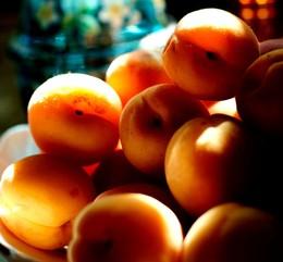 поспели абрикосы / просто солнечное утро и абрикосы со своего сада