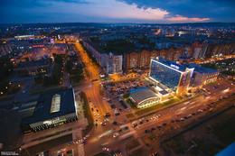 Красивый ночной Новокузнецк / Красивый ночной Новокузнецк (спереди площадь торжеств, справа сквер Ермакова и гостиница Парк Инн)