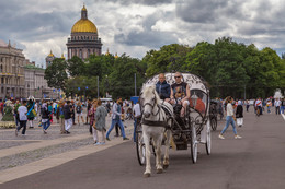 На улицах и площадях Санкт-Петербурга... / ***