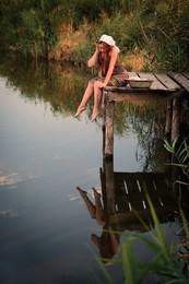 - Вроде ничё так… красивая… / на реке