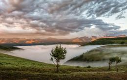 Туманы Приэльбрусья / Утренний вид на Эльбрус. Заповедник Джилы-Су, Карачаево-Черкесия