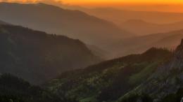 Закатный свет / Вечер в горах