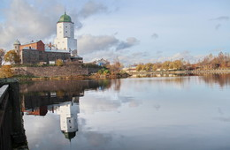Осенние зеркала замкового острова. / Редкий выдался солнечный осенний денёк , и прогуливаясь вдоль замкового острова захотелось этой красотой поделиться.