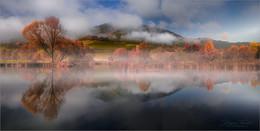Без названия / Herbstliche Spiegelung an einen kleinen Teich in der Steiermark.