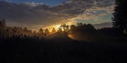 Лучи заходящего солнца / Карелия. Осень