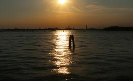 Серебро Лагуны / Закат в Венецианской лагуне. Вид с острова Лидо на Венецию.