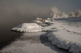 Холодное зимнее солнце. / или снежная черепаха.. у морозного Енисея.