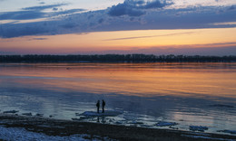Двое на льдине... / Самара. Волга. Апрель.