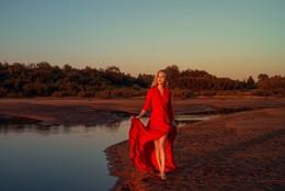 Красный вечер / модель Дарья Басина