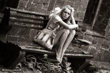 *  *  * / Девушка незнакомая, не модель. Что снимали её тоже не видела. Снято в Генуэзской крепости в Судаке.