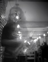официантка с ДР Клуба / Быстро уносит пустую бутылку водки:)