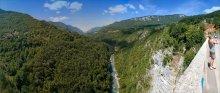 Каньон реки Тары с девушкой / Николай Никитин попросил панораму с моста с зевакой в ПУ. Зеваки нет, есть девушка :).