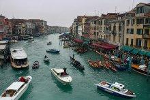 Тесно... у моста Риалто / Венеция, январь