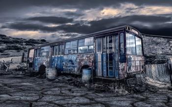 Старый автобус. / ***