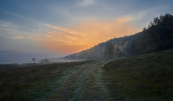 Начало нового дня / Крутой правый берег реки Северский Донец.