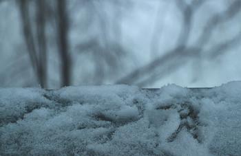 Следы на подоконнике... / Зимние городские зарисовки...