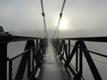Дорога в туман. / Предрассветный туман. Мост.