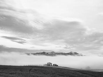 Castiglione d'Orcia вдали за полями весной 2014 / Castiglione d'Orcia вдали за полями весной 2014