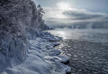 Третий день нового года Ангары.... / пос.Листвянка...Там где Ангара покидает Байкал...при t-20 и ниже...только в этом месте Ангара парИт...За моей спиной, и в километре впереди-такого уже нет)