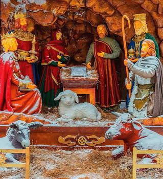 С Рождеством Христовым. / Светлый праздник.