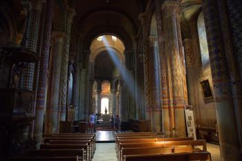 Солнечный проблеск / Пуатье — Собор 11 века Нотр Дам ла Гранд