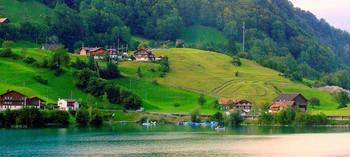 В Австрийских альпах / Из зимы переместимся в другое время года..Здесь так же красиво как и зимой. Сюда приезжают отдыхать и летом,хотя в зимний период здесь намного больше любителей зимних видов..
