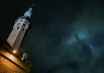 Разговор с небом / Ночь у ратуши старого Таллина.  http://www.youtube.com/watch?v=YsHKOS8YCww