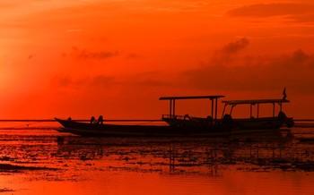 Тревожное утро / Оранжевый восход на берегу океана