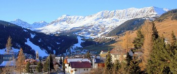 Дыхание зимы.. / Я был в горах...  Пронзённыйсолнцем день  Охватывая снежные вершины  Используя лишь свет и тень,  Красивые здесь создаёт картины...