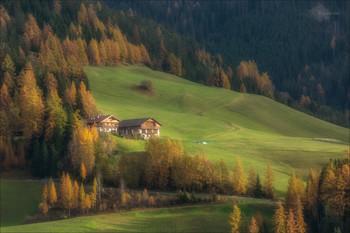 Домики в Альпах / Традиционные домики в альпийской деревне.