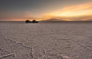 Салар де Уюни / Салар де Уюни - крупнейшее соляное озеро на планете, расположенное на высокогорном плато Альтиплано в Боливии.